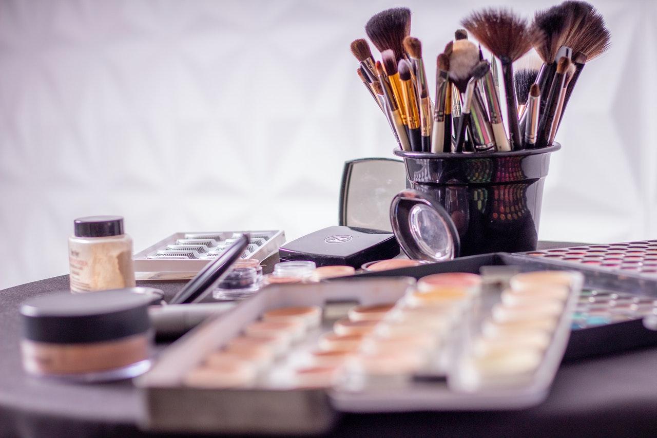 jak dobrać makijaż do stylizacji